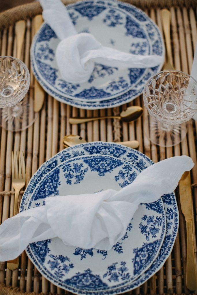 vaisselle vintage bleue de mariage d'inspiration mariage