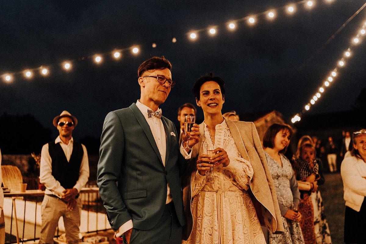 soirée extérieur mariage couple