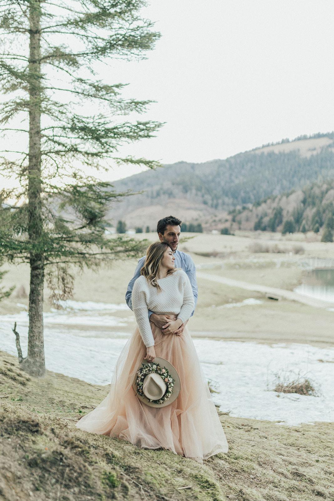 Elopement hivernal amoureux montagne lac plein milieu amoureux
