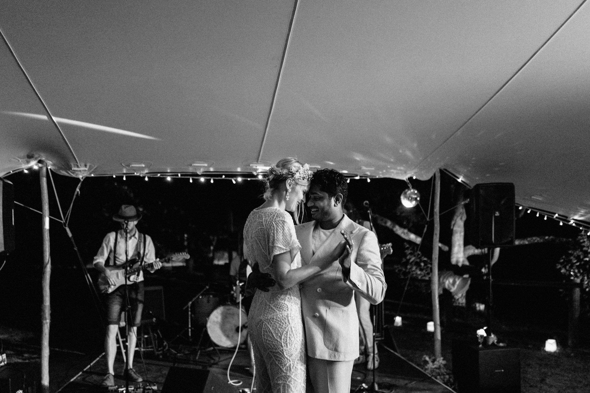 wedding-destination-bordeaux-couple-danse
