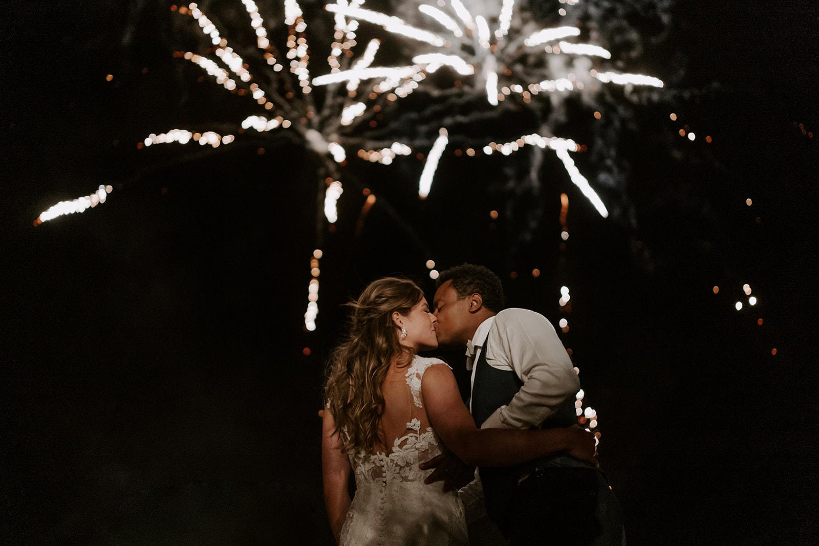 feu-artifice-couple-mariage