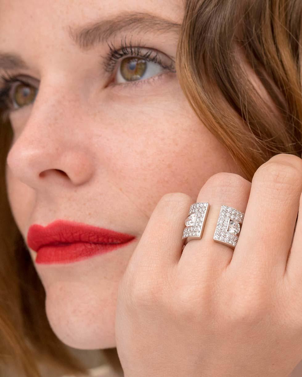 bien-choisir-bague-fiancailles-or-blanc-diamants