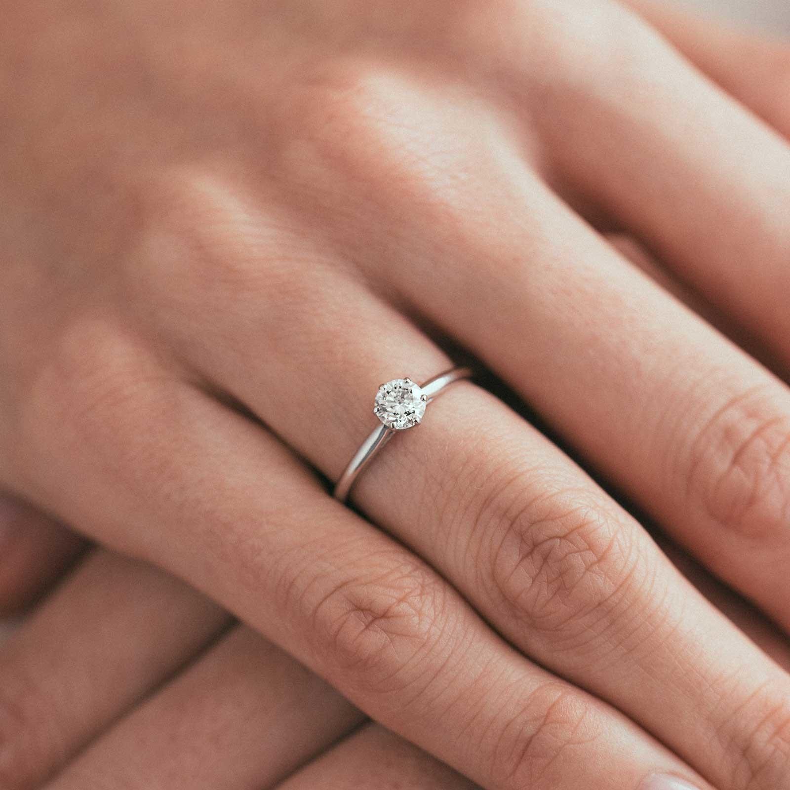 bague-or-blanc-solitaire-diamant