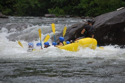 nature-sauvage-activité-rafting-riviere