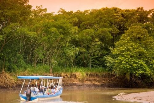 lune-miel-costa-rica-sunset-bateau-sauvage