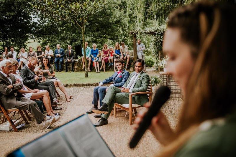 mariage-ceremonie-laique-emotions-officiante-professionnelle-exterieure