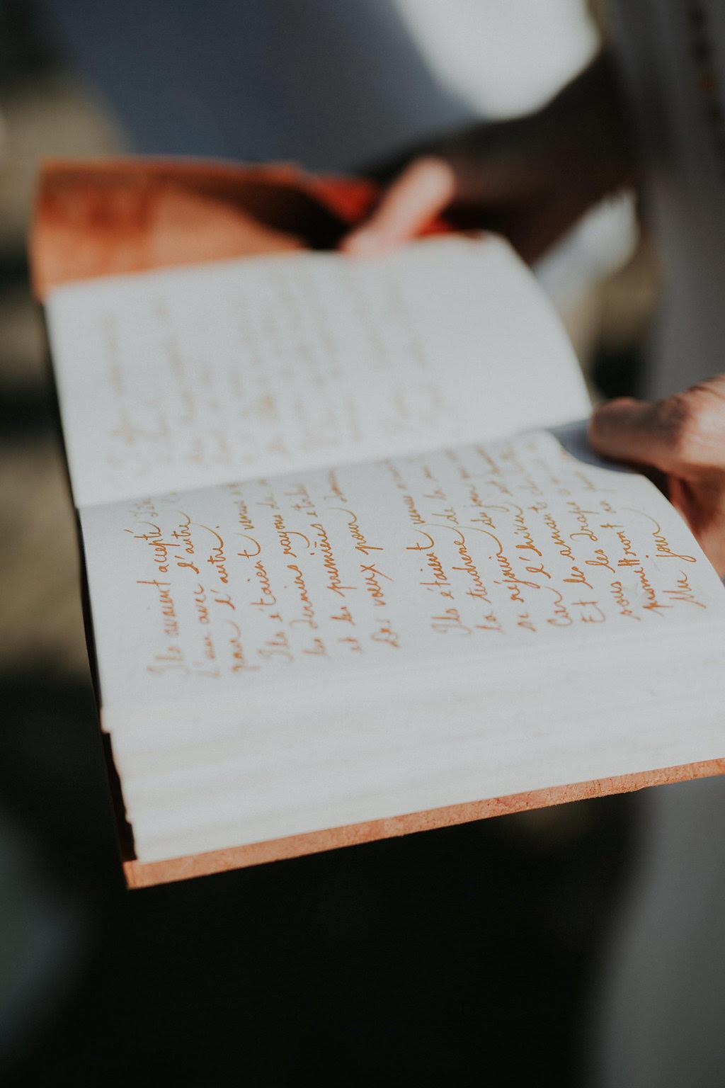 mariage-ceremonie-laique-rituels-livre-souvenir