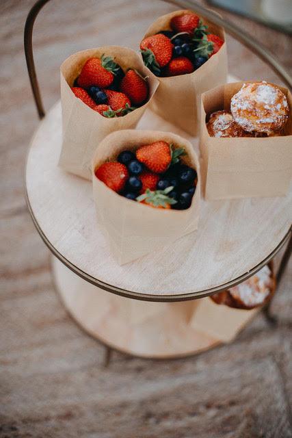 brunch-lendemain-mariage-cornet-fruit-gateau