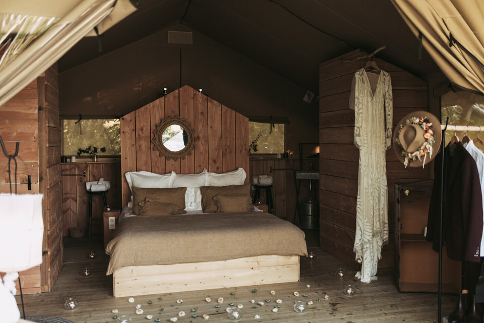 inspiration-mariage-boho-chambre-confort-bois-decoration
