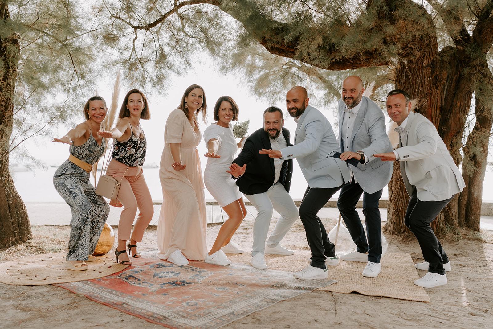 Mariage-CapFerret-ceremonie-laique-groupe-amis.