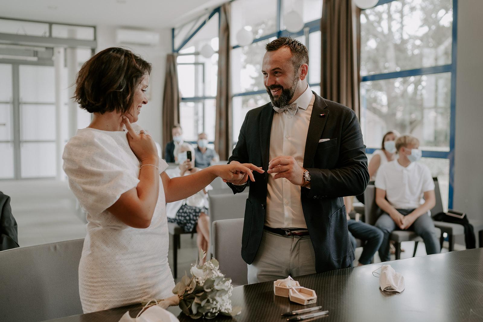 Mariage-CapFerret-ceremonie-mairie-couple-engagement