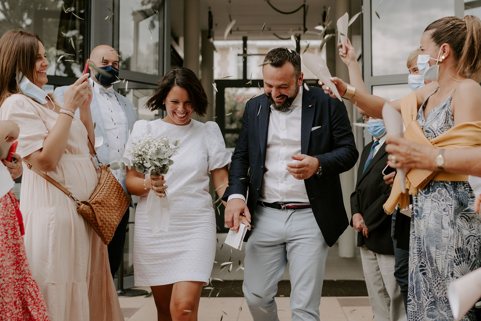 Mariage-CapFerret-ceremonie-sortie-mairie-confettis