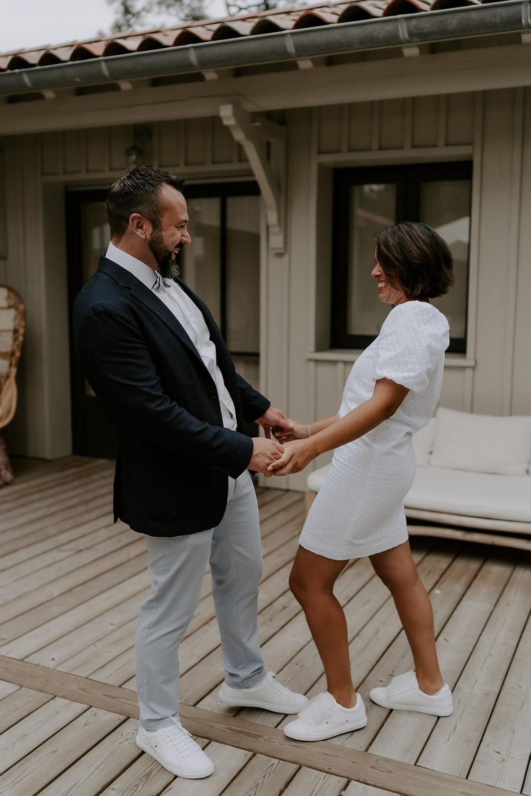 bassin-Arcachon-intimiste-revelation-couple-heureux-avant-ceremonie
