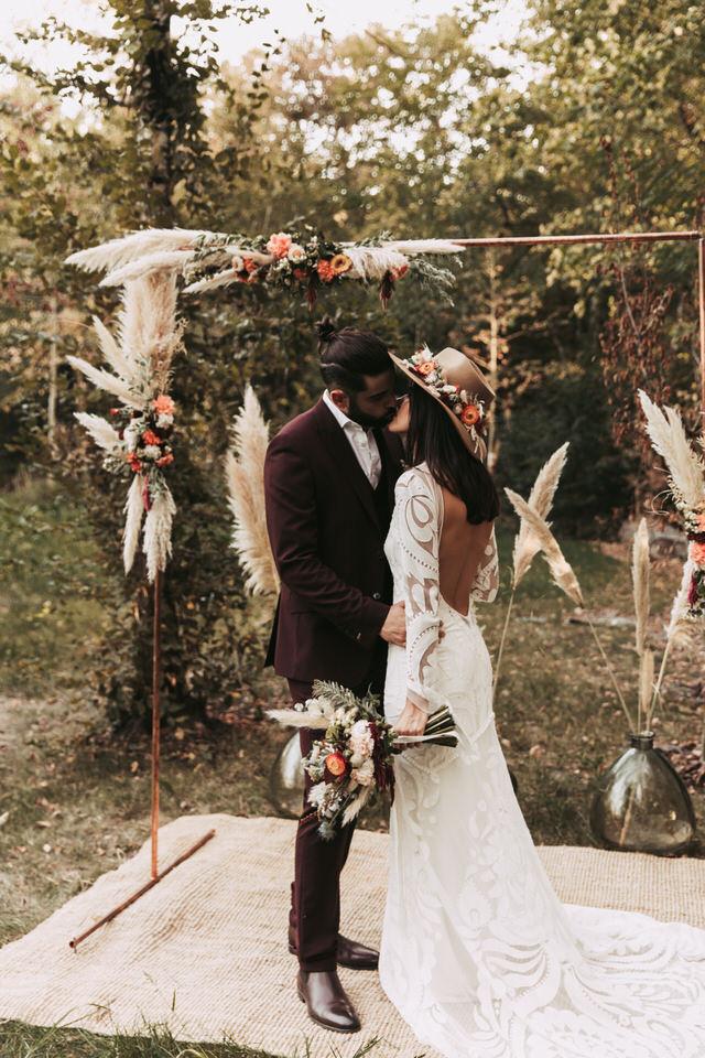 shooting-inspiration-couple-boheme-fleurs-exterieur