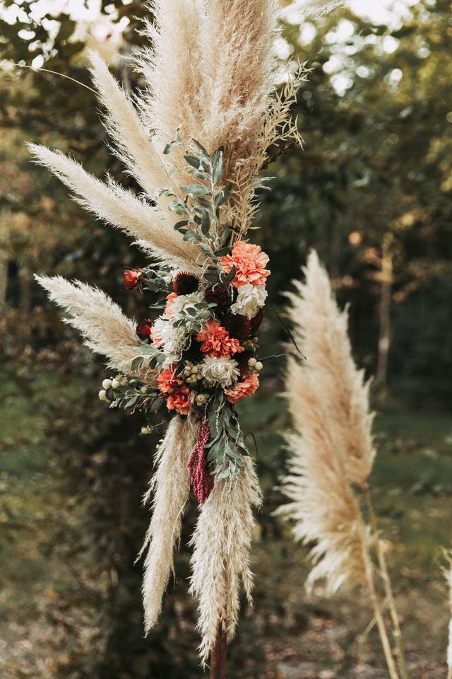 inspiration-mariage-boho--couple-boheme-fleurs-sechees