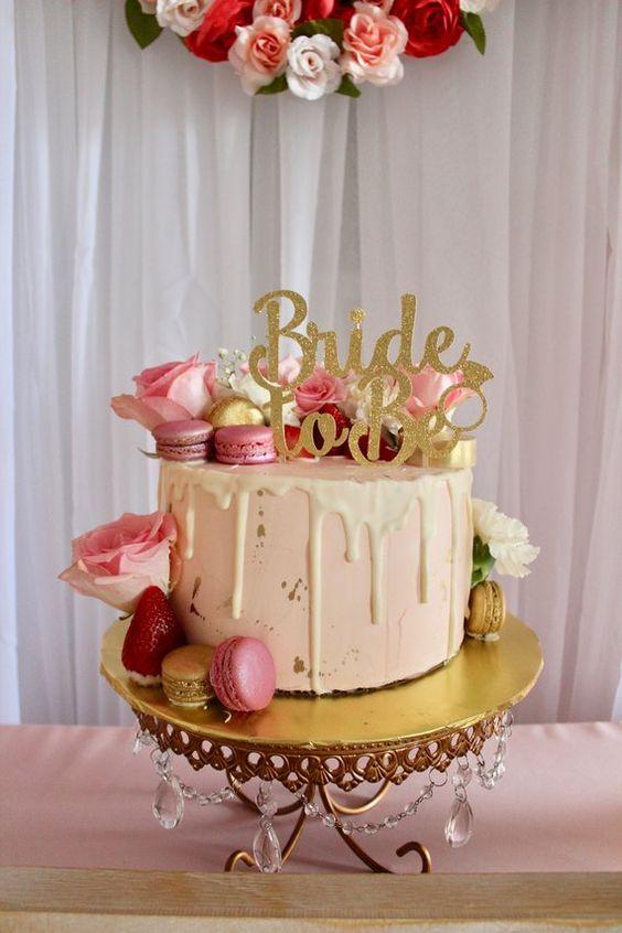 un-evjf-bordeaux-gateau-bride-to-be