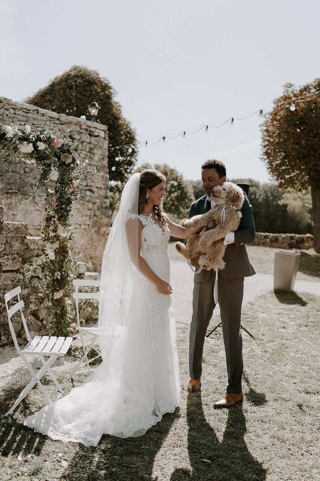 ceremonie-mariage-couple-authentique-heureux