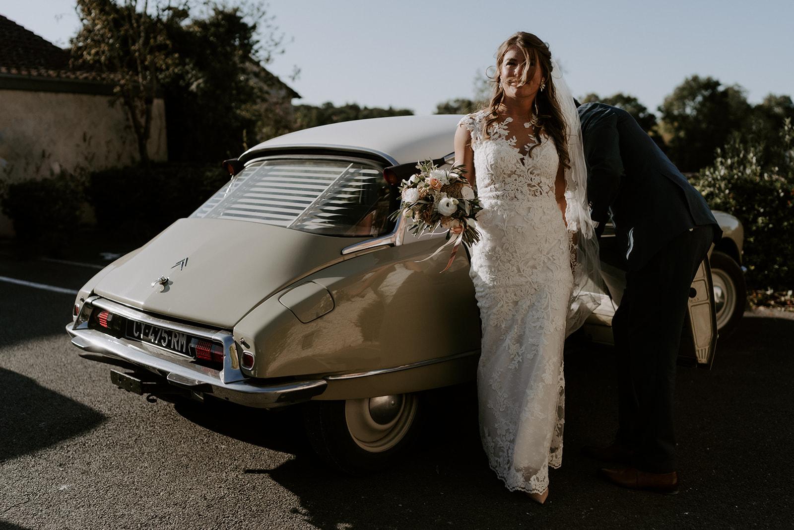 mariee-robe-voiture-vintage-shooting